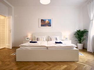 City Center Premium Apartment Operastreet 'little Italy'