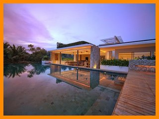 4122 - Unique and stylish with infinity pool and seaviews