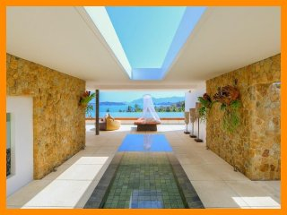 7172 - Unique and stylish with infinity pool and seaviews
