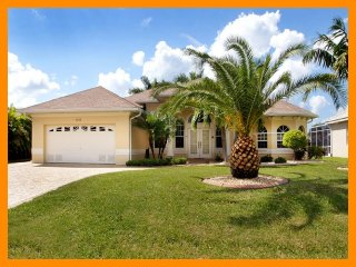Cape Coral 56 - Luxury waterfront villa with private pool and boat dock