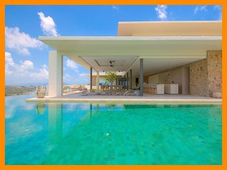 6197 - Unique and stylish with infinity pool and seaviews