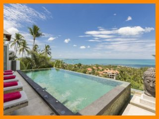 6195 - Infinity edge pool and panoramic seaviews