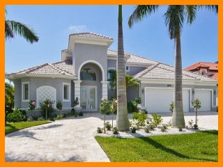 Cape Coral 57 - 5 Star waterfront villa with a private pool and boat dock