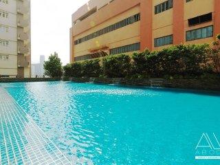1-BR Sunny & Modern w/ Balcony in Makati