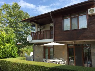 HillTop Villa - Luxury 4 Bed Sleeps 10 with WIFI