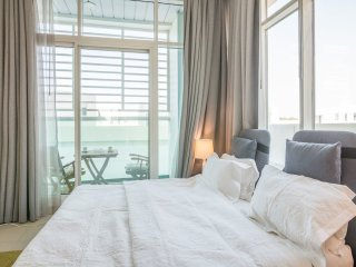 Luxurious & brand new apartment,10 min walk to Burj Al Arab, Highly Tourist area