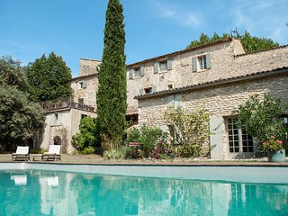8 bedroom, Provencal 12th C priory, sleeps 16, next Mt. Ventoux and Rhone wine, Malaucène