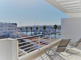 Lagos Marina 3 bedroom with A/C, views & pool access