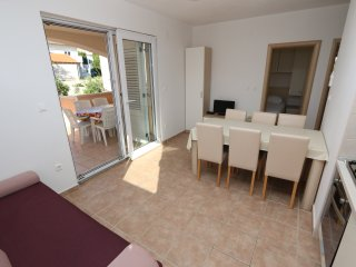 Birdy apartment 9 for 6 persons in Novalja