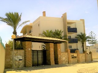 Mira Baia R/C E, Meia Praia - beachfront 3 bedroom luxury apartment