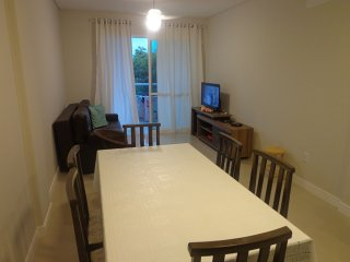 Apartamento 'novo', a 80 mts da praia do Canto Grande mar de fora.