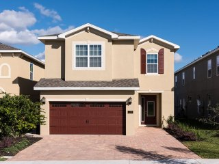 Luxury 6 bed/6 bath home 5 Star Resort near attraction areas ONLY 5 mi to Disney