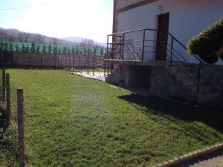 Villa-Chalet adosado con jardin