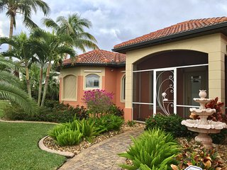 "Villa ""Bellinger"" - Waterfront Vacation Rental, Cape Coral"