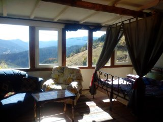 Art suite, breathtaking montain views, quiet and cosmic beautiful.Sun-300days