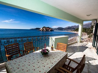 Dream beachfront apartment on Sveti Stefan #BN