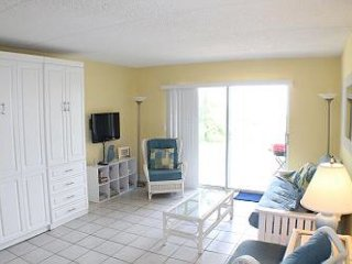 Oceanfront, 1 Bedroom Studio - Four Winds 10D - Condo