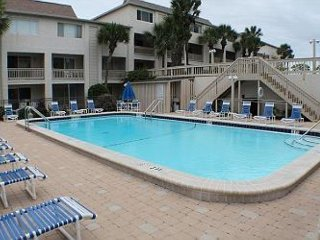 Ocean/Beach Front Condo at Four Winds, Flat Screens, WIFI, Balcony, 2 Pools