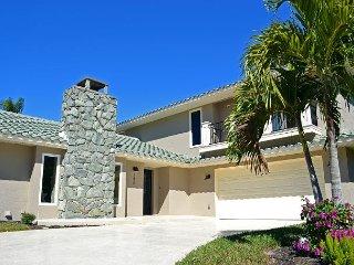 Beautiful Custom Luxury Home w/ Heated Pool, Water Views, and Beach Access, Siesta Key
