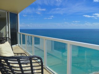 MAGNIFICENT OCEAN VIEWS! MODERN DECOR-CORNER UNIT