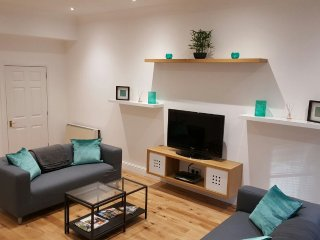 Modern 4 Bedroom City Centre Flat