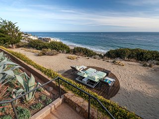 1053 - Malibu Oceanfront Escape