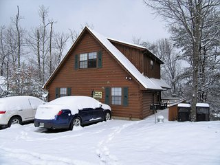 Bear Tracks is located in a gated resort.  1.5 miles from Dollywood.  sleeps 7.