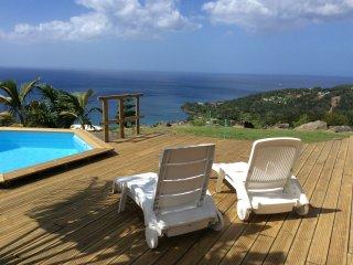 CHANT DES FLEURS. Bungalow avec piscine privée dans un panorama exceptionnel !, Deshaies