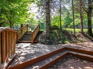 Cozy townhome w/ private hot tub, surrounded by trees, close to skiing and golf!