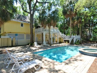 Southern Beach Living, Private Pool & Spa, Short Walk to Beach, Hilton Head