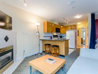 Downtown Vancouver Yaletown Studio Condo Walk to Amenities and Attractions