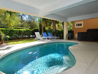 Private Pool & Rooftop Deck with Ocean Views, Golf Cart Shuttle to Beach, Hilton Head