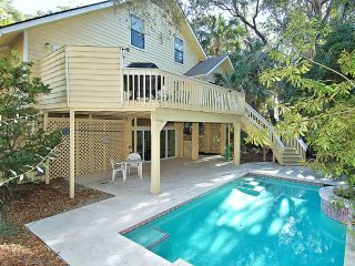 Short Stroll to Beach and Coligny, Private Pool and Game Room, Hilton Head