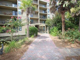 3 Bedroom Xanadu Villa with Private Balconies, Short Walk to the Beach, Hilton Head