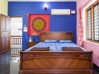 LUXURIOUS HOMESTAY close to AIRPORT & CHERAI BEACH !!!