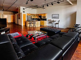 Industrial 1 Bedroom Loft in the Heart of Downtown