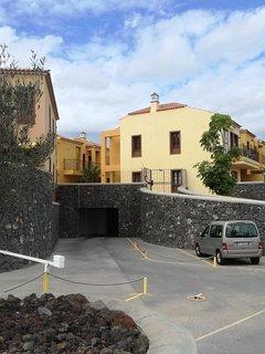 parking privé , sécurisé