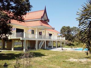les trois princes hua hin holiday villa