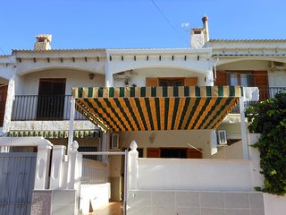(462) Casa Tina 2 bedroom traditional house air-con Wi-Fi close to restuarants