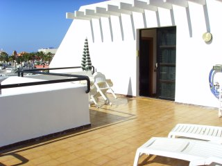 Lovely 1 bed apartment, roof terrace for all day sun, great location! Bband &Tv, Playa de las Americas