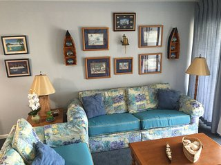 Sail Away in this Nautical Theme Condo close to Island Activities