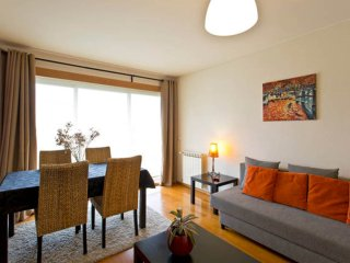 Modern-light-quiet apartment  with private garage, Oporto