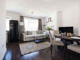 Best Rates - Kensington 2 Bedroom Apartment for 6 people  GA14