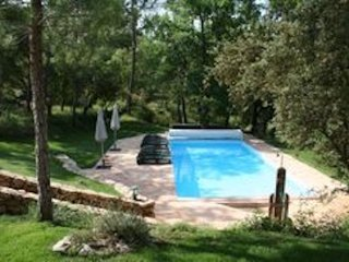 New Provencal Gite , private pool, stunning setting, 2 Beds, 2 Baths, Sleeps 4
