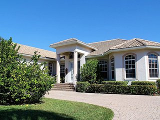 HOME WITH PLENTY OF AMENITIES!, Marco Island