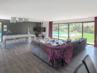 Villa contemporaine, sans vis à vis. 5 min des plages...