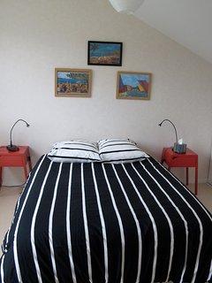Chambre n°2 avec lit 140 et balcon vue sur la mer
