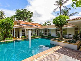 Garden & Pool View, Beside The Beach - Baan Arun