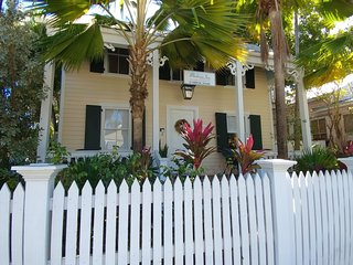 Eyebrow Suite-1 BR/1BA steps off Duval St.