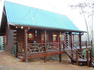 Mountain Laurel Log Cabin with free WIFI, Brasstown